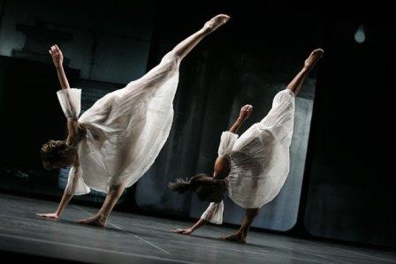 'Glacial decoy' Trisha Brown Dance Company Photo © Julietta Cervantes 2009
