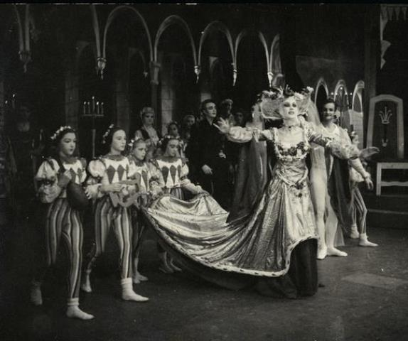 Joyce Graeme as the Queen in Swan Lake, National Theatre Ballet, 1951. Photo Walter Stringer