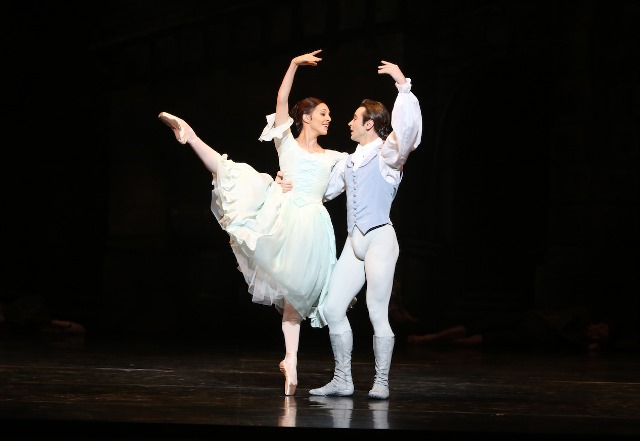 Leanne Stojmenov and Daniel Gaudiello in 'Manon'. The Australian Ballet, 2014.