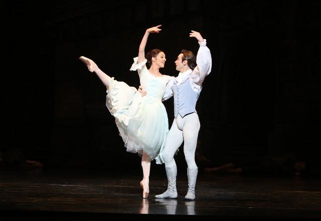 Leanne Stojmenov and Daniel Gaudiello in 'Manon'. The Australian Ballet, 2014.