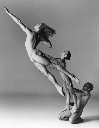 Sydney Dance Company's Salome, choreography by Graeme Murphy. Photo by Lois Greenfield