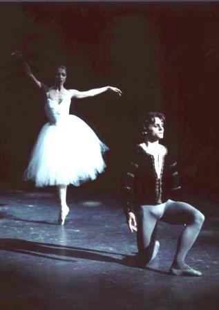 Natalia Makarova and Mikhail Baryshnikov in 'Giselle', Ballet Victoria 1975. Photo: Walter Stringer