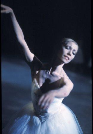 Natalia Makarova in 'Giselle', Ballet Victoria 1975. Photo: Walter Stringer