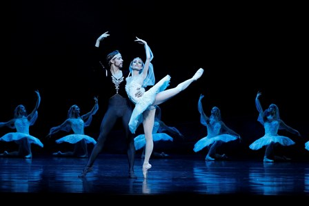 Ty King-Wall and Amber Scott in 'La Bayadère', the Australian Ballet. Photo: Jeff Busby