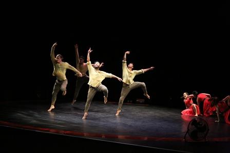 'Rotunda'. The New Zealand Dance Company (1). Photo: Caroline Bindon