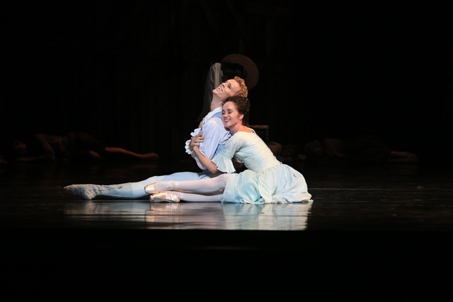Lucinda Dunn & Adam Bull in 'Manon', the Australian Ballet 2014.
