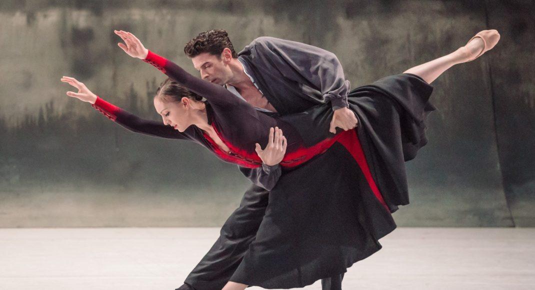 Leanne Stojmenov and Andrew Killian in 'Forgotten Land'. The Australian Ballet 2016. Photo: Daniel Boud