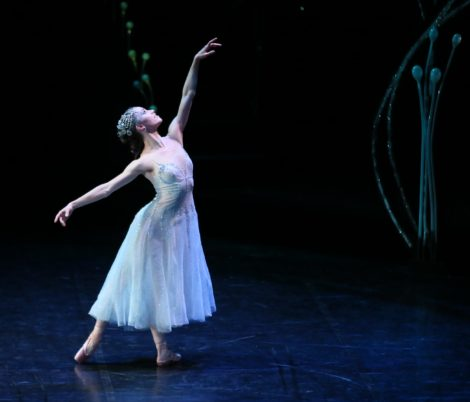 Lucy Green as Titiania in 'A Midsummer Night's Dream'. Royal New Zealand Ballet. Photo Evan Li