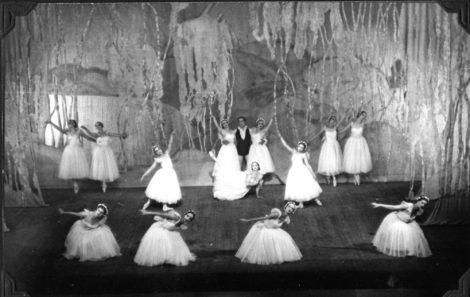 Finale, 'Les Sylphides', Dandré-Levitoff Russian Ballet, ca. 1934