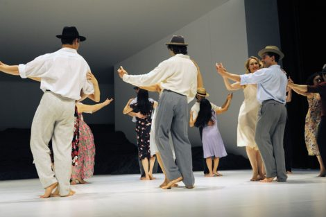 Ensemble, Tanztheater Wuppertal Pina Bausch in 'Masurca Fogo'. Photo: Zerrin Aydin Herwegh