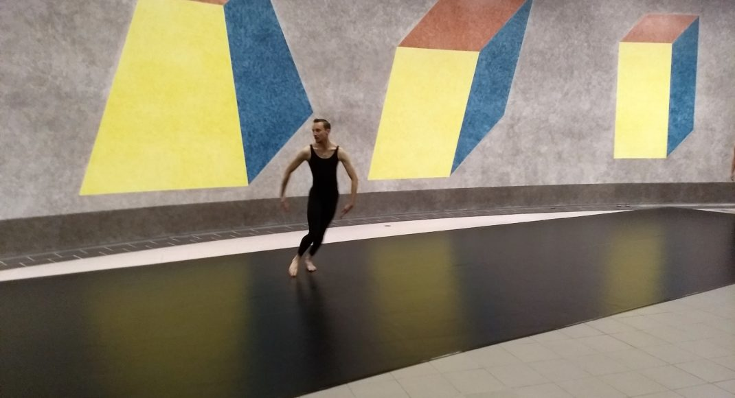 Featured image: Scott Elstermann in a moment from a performance by Cunningham Residency dancers. National Gallery of Australia, 2018.