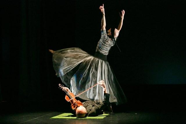 Anca Frankenhaueser & Kailin Yong in MIST, 2018. Photo: © Art Atelier Photography