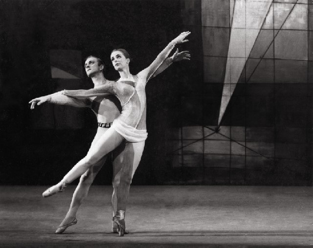 June Greenhalgh & Russell Kerr in Prismatic Variations.Choreographed by Russell Kerr and Poul Gnatt. New Zealand Ballet 1960
