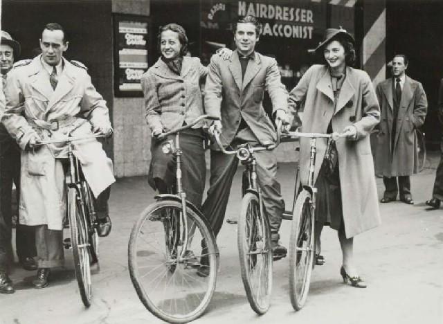 Tamara Tchinarova and friends, Christchurch 1939