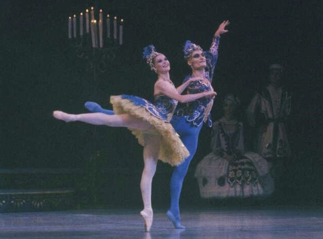 David McAllister and Liz Toohey in the Bluebird pas de deux from 'The Sleeping Beauty'. The Australian Ballet, 1984. Photo: Walter Stringer
