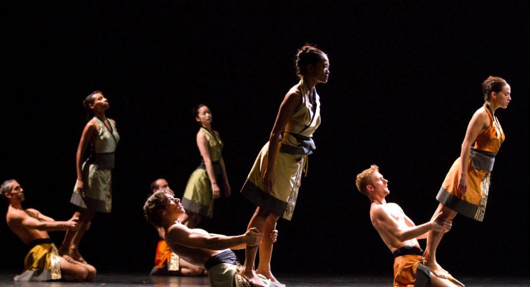 Dancers of the Ballet du grand Théâtre de Genève in Francesco Ventriglia's Transit Umbra, 2010. Photo: © Vincent Lepresle